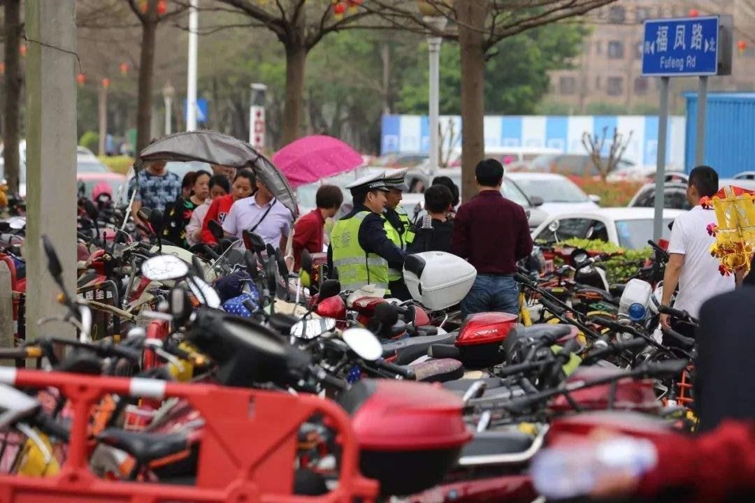 深圳开展交通秩序大整治,207人被拘