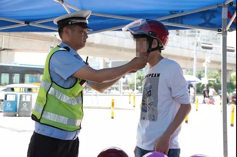 深圳:快递外卖小哥不戴头盔骑车上路今起开罚,市民举报最高奖励1千元