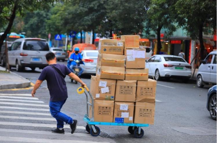国庆期间全国邮政行业揽收包裹9.88亿件,运行平稳